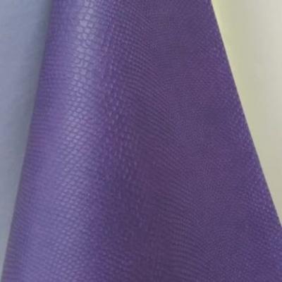 Переплетный кожзам фиолетового цвета с тиснением питон 35х50 см