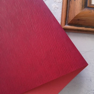 Переплетный кожзам пурпурного цвета с тиснением лоза 35х50 см