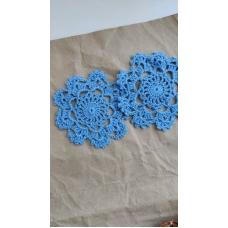 Вязаная салфетка синяя