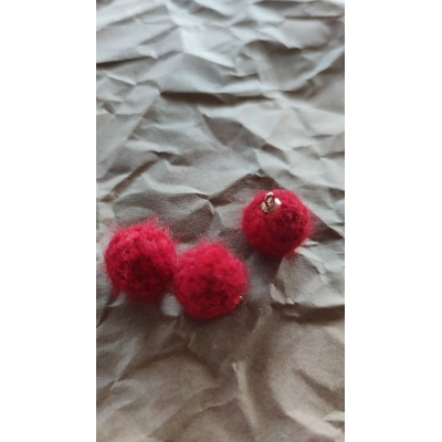 Подвеска пушистый шарик красный