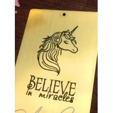 """Табличка """"Believe in miracles"""" золотая, 6х8 см"""