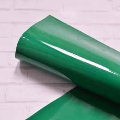 Отрез лакированного кожзама, 33х50, цвет зеленый