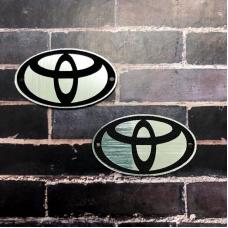 Табличка Toyota 4х2 см, серебро