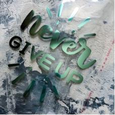 Надпись из зеркального термотрансфера Never give up, 12,5x10,3 см, цвет мятный