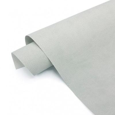 Переплетный кожзам светло-серого цвета с тиснением питон 35х50 см