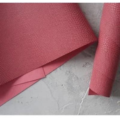 Переплетный кожзам темно-розового цвета с тиснением питон 35х50 см