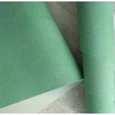Переплетный кожзам цвета ментоловая мята с тиснением питон 35х50 см