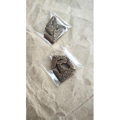 Уголок бронза с орнаментом, 14 мм, цена за упаковку (4 шт.)